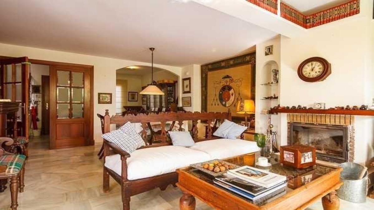 5 Bedrooms Bedrooms, ,3 BathroomsBathrooms,Villa,For Sale,1019