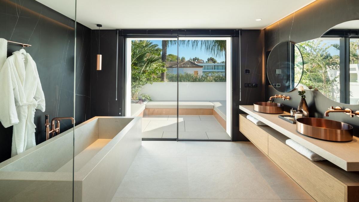 5 Bedrooms Bedrooms, ,5 BathroomsBathrooms,Villa,For Sale,1020
